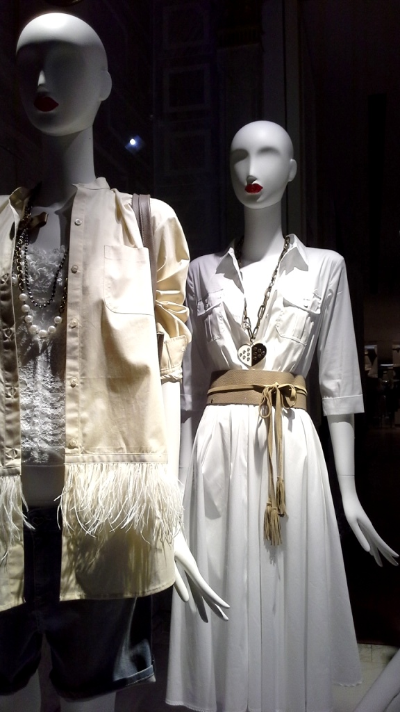 #twinset #simonabarbieri #escaparatebarcelona #escaparatismobarcelona #fashion #maniqui #trend #influencerbarcelona (2)