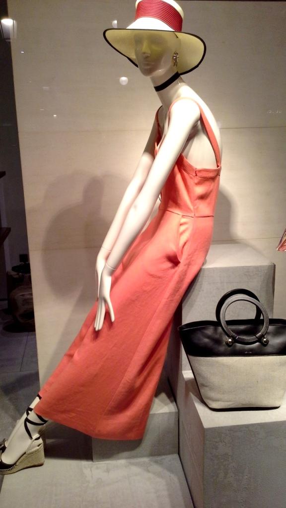 #uterque #rebajas #comprarmoda #escaparate #madeinartidi #teviac #escaparatelover #fashion #spainfashion #bcn #trendy #trend #closet #influencer #woman (2)