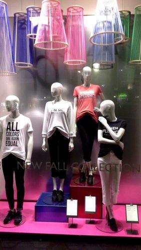 #benetton #unitedcolorsofbenetton #fashion #moda #fashionista #influencers #barcelonaescaparate #circuit #aparador #vetrina #windowdresser (1)