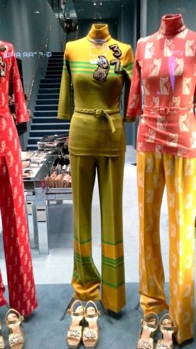 #miumiu #miumiufashion #miumiu2017 #miumiubarcelona #paseodegraciamiumiu #fashionista #comprarmiumiu #moda #escaparatemiumiu #madeinartidi #escaparatelover (1)