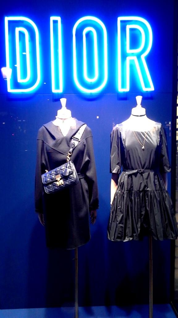 #dior #diorescaparate #diorblue #diorspain #escaparatista #escaparatismo #diorbluespain #trendy #fashion #modaespaña #luxe (1)