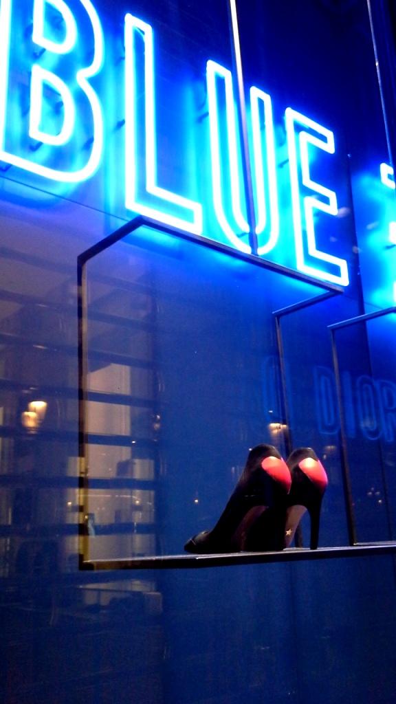 #dior #diorescaparate #diorblue #diorspain #escaparatista #escaparatismo #diorbluespain #trendy #fashion #modaespaña #luxe (6)