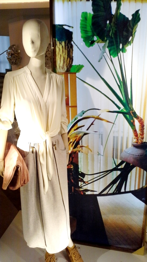 #intropia #intropiaescaparate #intropiabarcelona #intropiaspain #visualmerchandising #fashion #moda #luxe #escaparatista #escaparatelover (10)