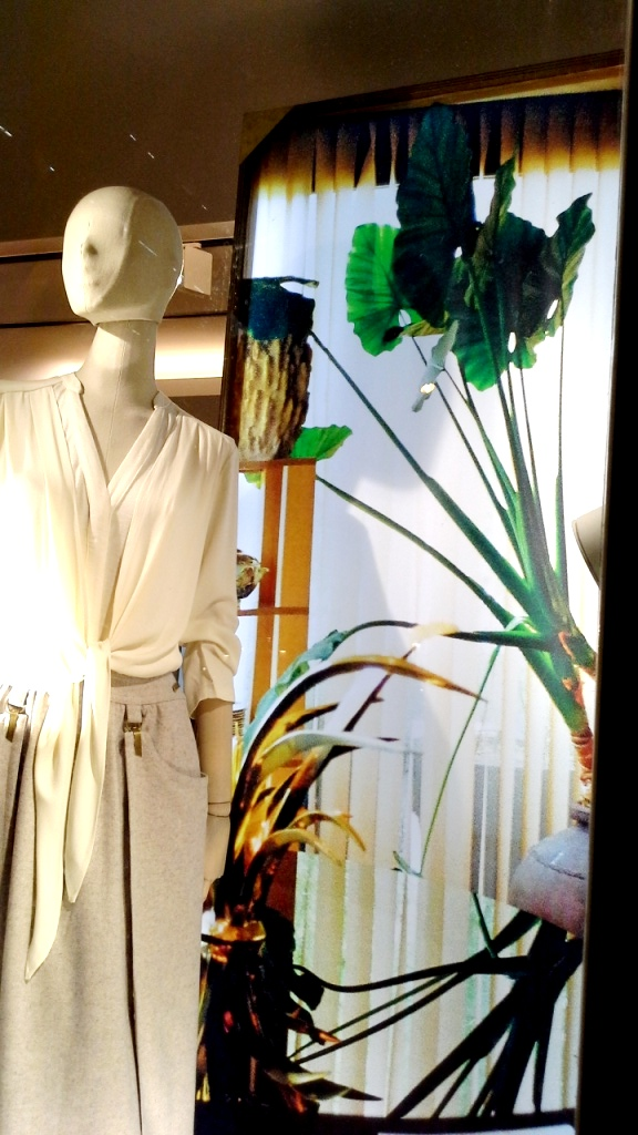 #intropia #intropiaescaparate #intropiabarcelona #intropiaspain #visualmerchandising #fashion #moda #luxe #escaparatista #escaparatelover (12)