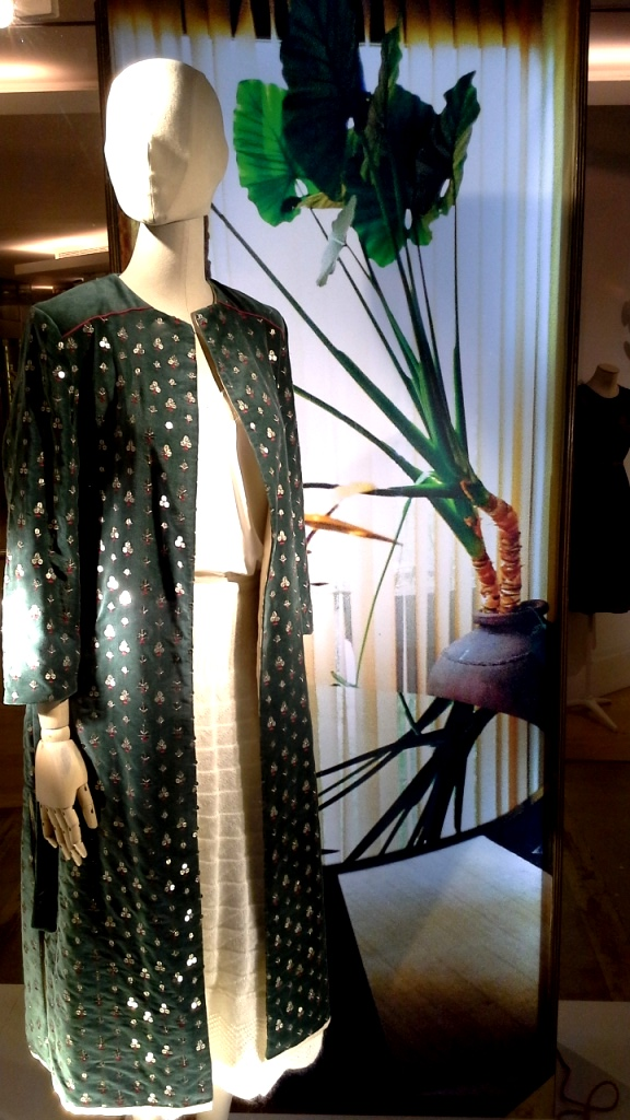 #intropia #intropiaescaparate #intropiabarcelona #intropiaspain #visualmerchandising #fashion #moda #luxe #escaparatista #escaparatelover (6)