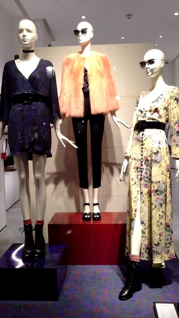 #modaparainfluencers #fashioninfluencers #barcelonaescaparate #moda #teviac #escaparatelover #trend #trendy #lookbook #influgency (1)