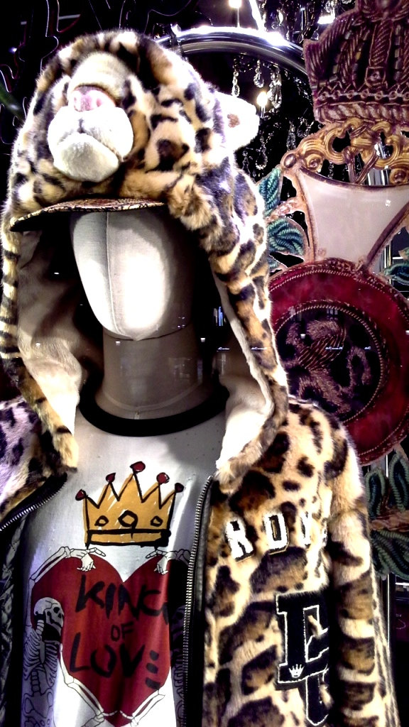 #dolcegabbana #dolcegabbanaescaparate #fashionista #comprardolcegabbana #spaindolcegabbana #barcelonamoda #desfiledolce #escaparatista #aparador (5)