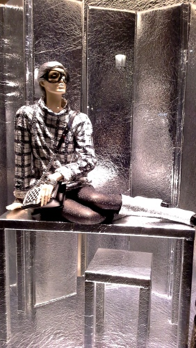 #escaparatechanel #escaparatismochanel #modachanel #trend #trendy #barcelonamoda #fashionista #influencerespaña #vetrina #windowdisplay (1)