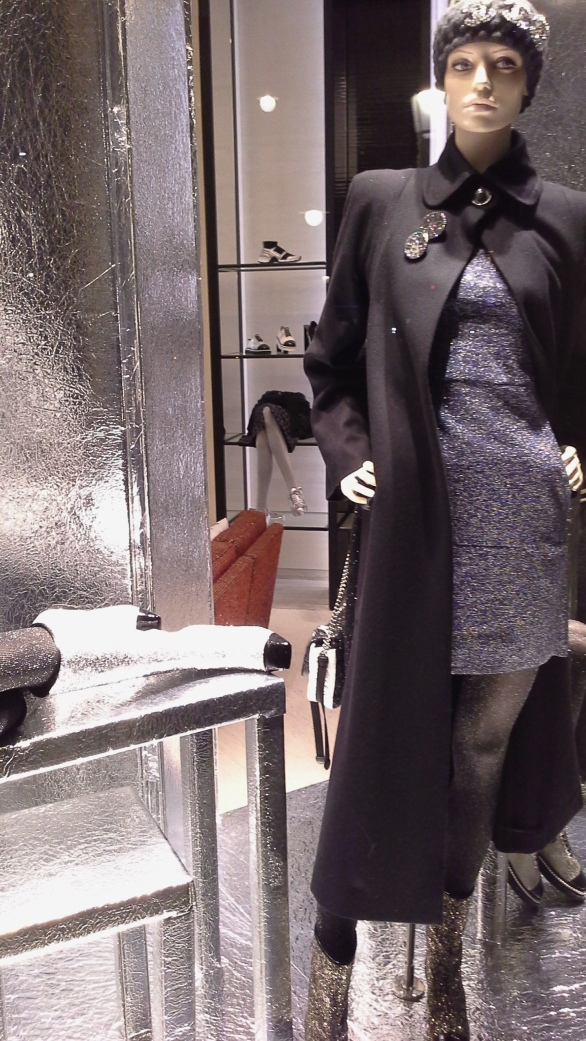 #escaparatechanel #escaparatismochanel #modachanel #trend #trendy #barcelonamoda #fashionista #influencerespaña #vetrina #windowdisplay (5)