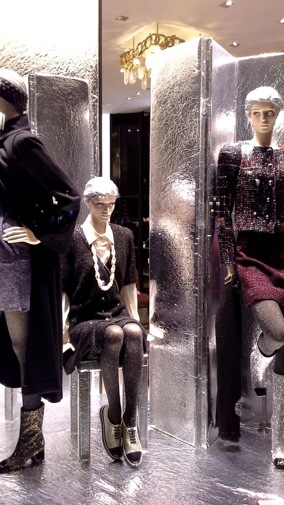 #escaparatechanel #escaparatismochanel #modachanel #trend #trendy #barcelonamoda #fashionista #influencerespaña #vetrina #windowdisplay (6)