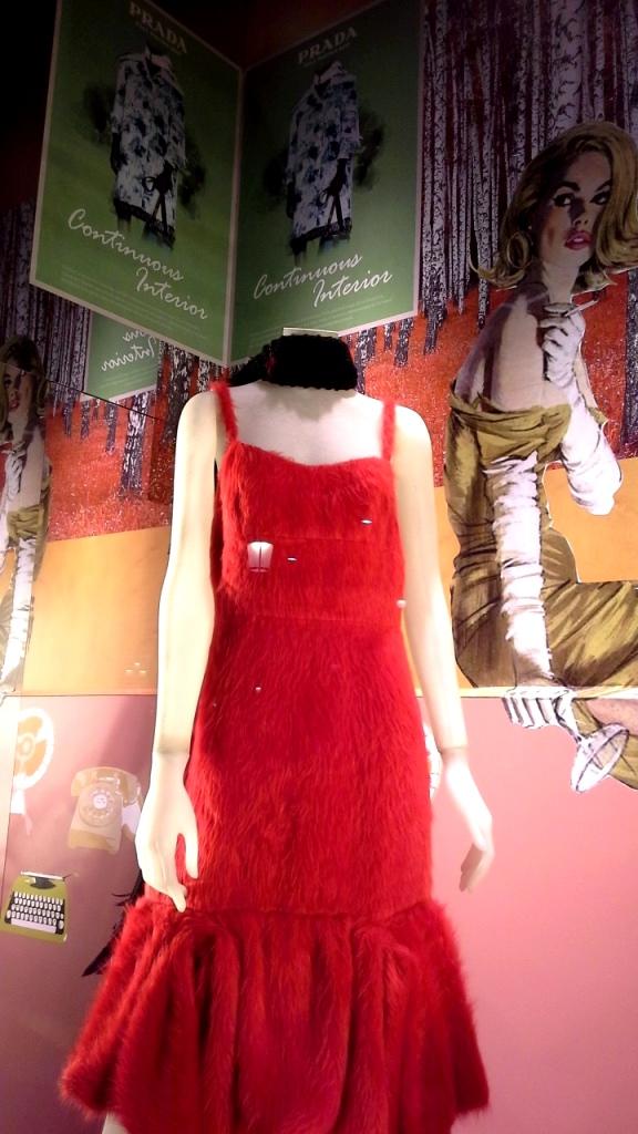 #prada #pradabarcelona #fashionista #teviac #pradaescaparate #escaparatelover #aparadorlover #windowlover #moda #barcelonaaparadorisme (6)