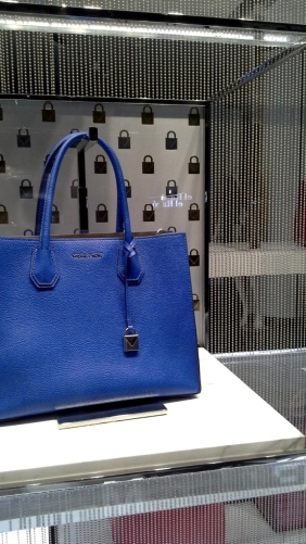#michaelkors #trendy #teviac #escaparatelover #tendencia #must #shopping #luxe #windowdresser #escaparatismo #escaparatelover (16)