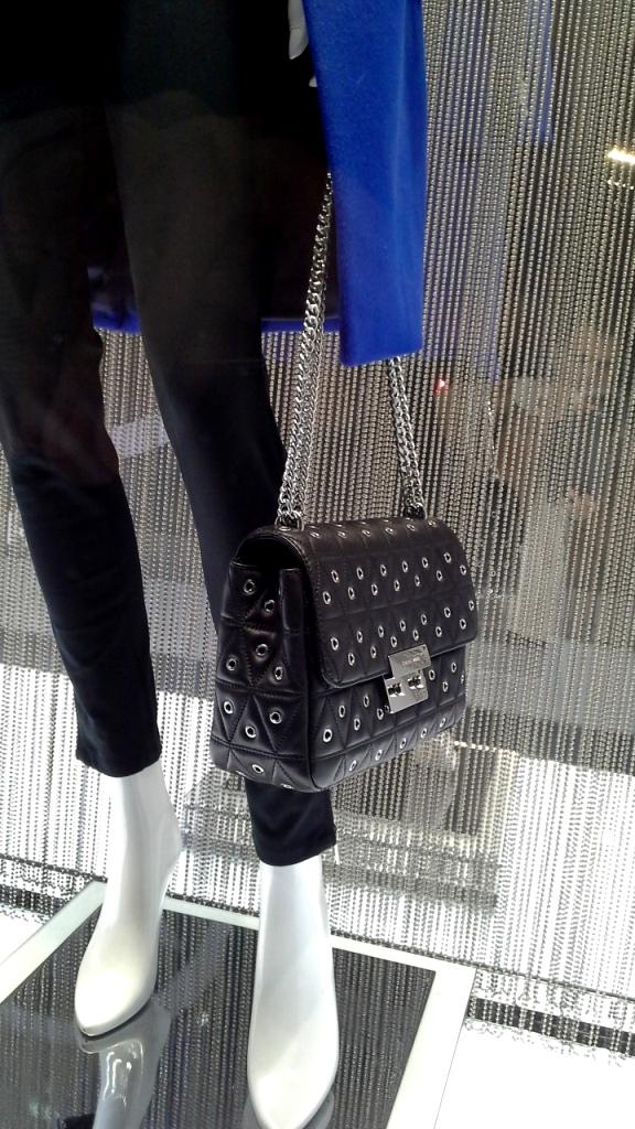 #michaelkors #trendy #teviac #escaparatelover #tendencia #must #shopping #luxe #windowdresser #escaparatismo #escaparatelover (4)