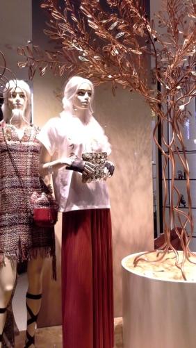#chanel #chanelbarcelona #chanelescaparate #escaparatelover #christmas #christmasbarcelona #nadal #moda #modanavidad #teviac (1)