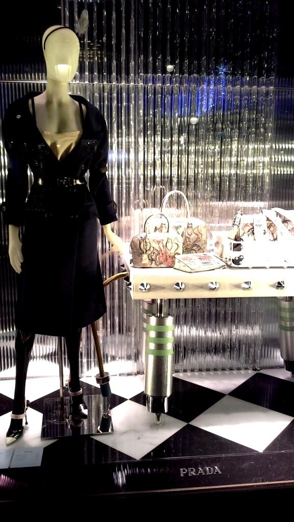 #prada #pradabarcelona #pradaspain #luxe #influencerluxe #trendsetter #marketing #brandambassador #escaparatismo #teviac #aparador (7)