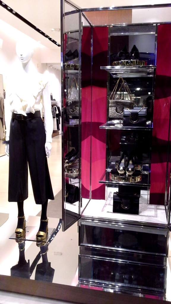 #salvatoreferragamo #salvatorefarragamochristmas #moda #fashion #escaparate #fashion #showcase #window #shopwindow #vetrina #barcelonainspira #teviac (1)