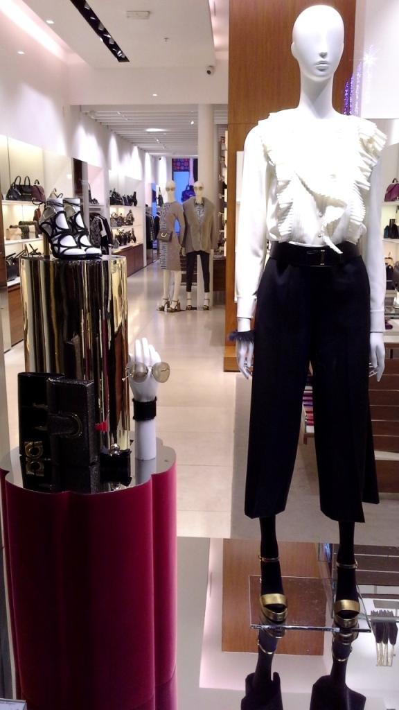 #salvatoreferragamo #salvatorefarragamochristmas #moda #fashion #escaparate #fashion #showcase #window #shopwindow #vetrina #barcelonainspira #teviac (4)