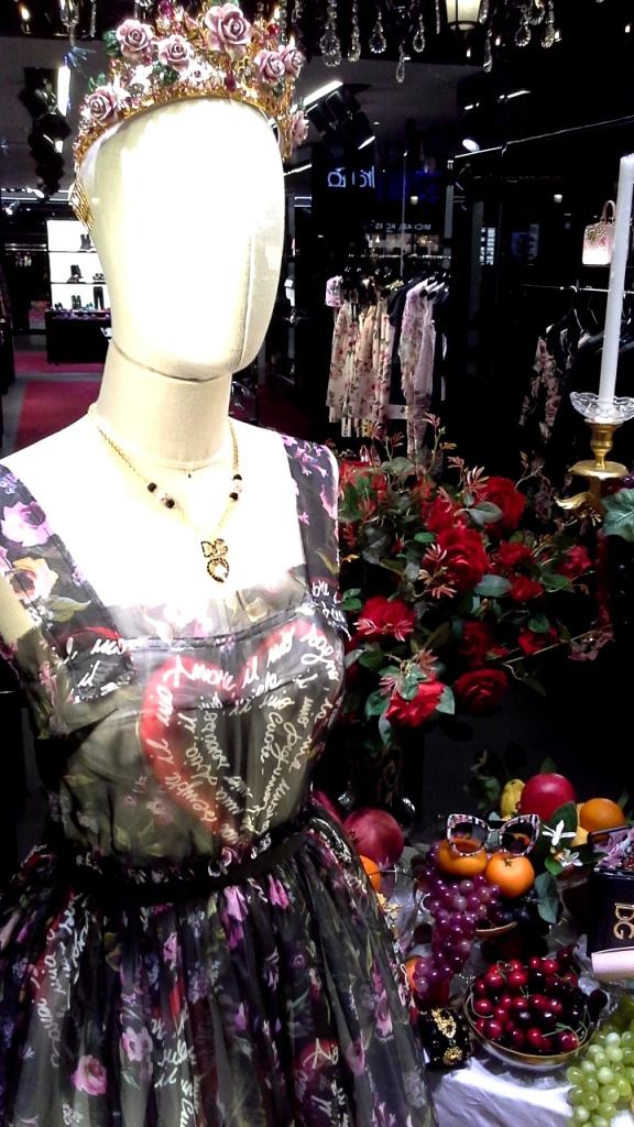 #dolcegabbana #dolcegabbanabarcelona #dolcegabbanaonline #escaparate #window #influencer #moda #fashion #trendsetter #estilismo #teviac (4)
