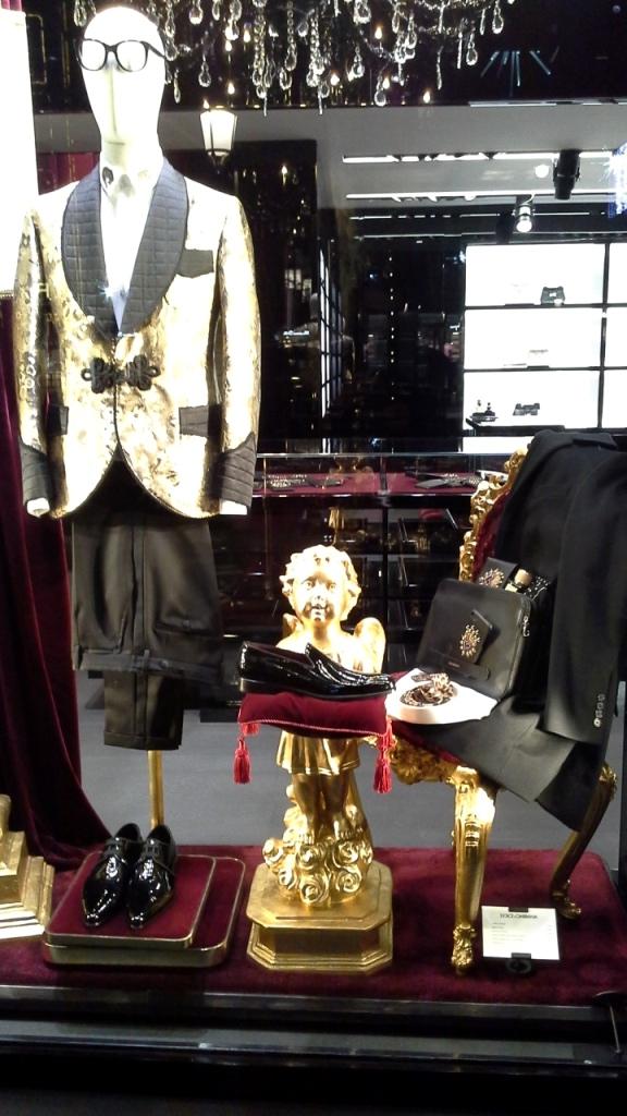 #dolcegabbana #dolcegabbanabarcelona #dolcegabbanaonline #escaparate #window #influencer #moda #fashion #trendsetter #estilismo #teviac (5)