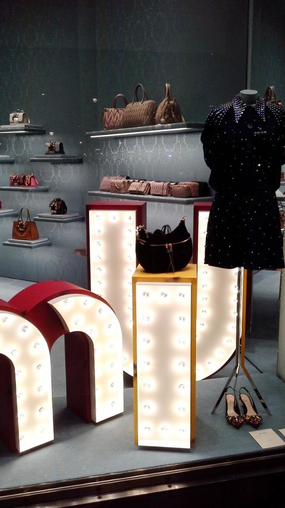 #miumiu #miumiuescaparate #fashionblogger #luxe #comprarmiumiu #sales #trend #influencer #escaparatelover #teviac #jorditena (1)