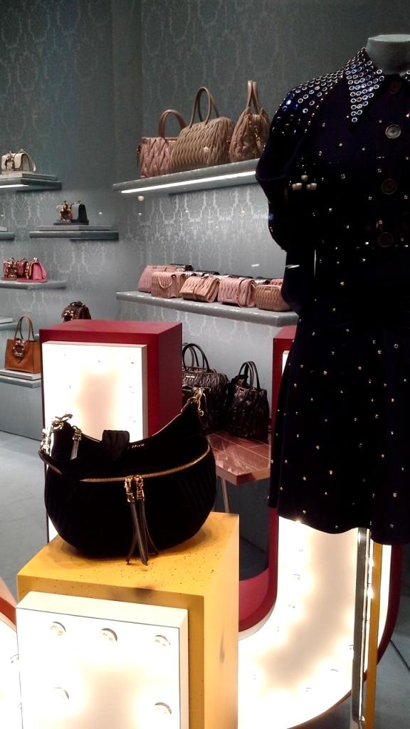 #miumiu #miumiuescaparate #fashionblogger #luxe #comprarmiumiu #sales #trend #influencer #escaparatelover #teviac #jorditena (3)