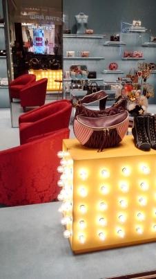 #miumiu #miumiuescaparate #fashionblogger #luxe #comprarmiumiu #sales #trend #influencer #escaparatelover #teviac #jorditena (6)