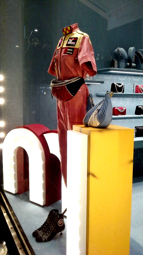 #miumiu #miumiuescaparate #fashionblogger #luxe #comprarmiumiu #sales #trend #influencer #escaparatelover #teviac #jorditena (9)