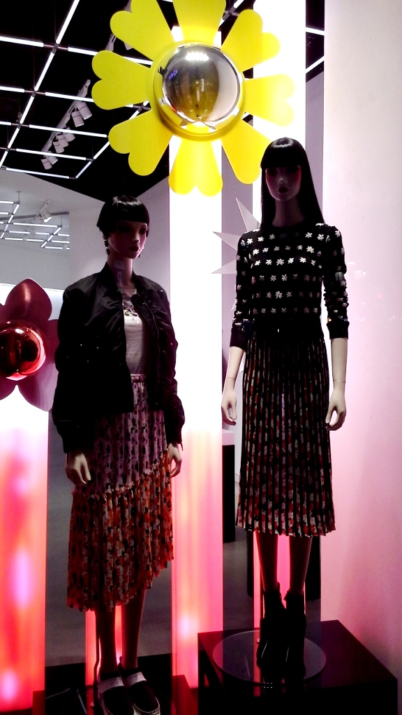 #kenzo #teviac #shop #vetrina #trendy #fashion #escaparatismo #modabarcelona #maniquies #escaparatelover #jorditena #ootd #influencer #marketingdemoda (7)