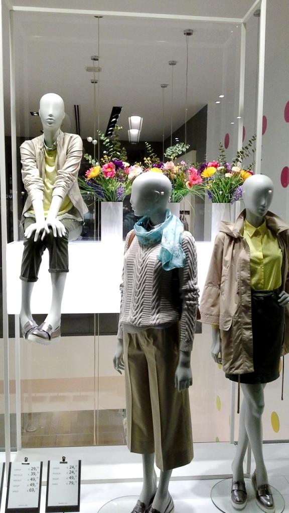 #benetton #unitedcolorsofbenetton #spring #springmoda #primaveratendencia #escaparatebarcelona #escaparatismobarcelona #teviac #fashion #moda (5)
