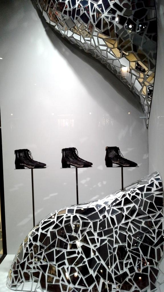 #fashion #dior #diorspain #shop #moda #tendencia #novedadesdior #windowstore #visualmerchandiser #teviac #jorditena #escaparatelover (1)