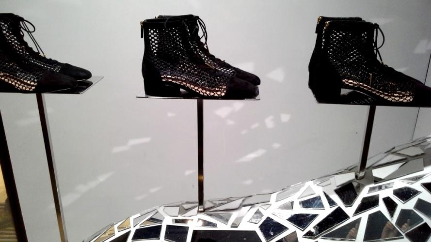 #fashion #dior #diorspain #shop #moda #tendencia #novedadesdior #windowstore #visualmerchandiser #teviac #jorditena #escaparatelover (6)