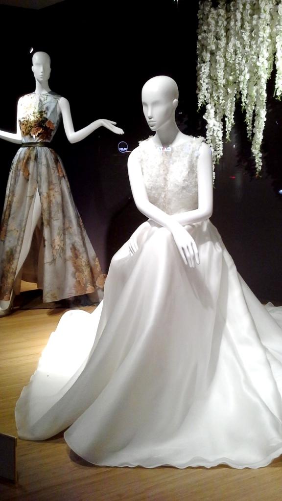 #manugarcia #hanniballaguna #escaparatebarcelona #escaparatismobarcelona #moda #vestidonovia #vestidodefiesta #boda #weddingplanner #escaparatismo #vetrina #fashion (2)