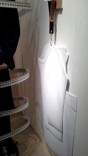 #cortefiel #cortefielmoda #fashion #modahombre #traje #comprarmoda #menfashion #corbata #vetrina #escaparatebarcelona #escaparatismobarcelona #style #tbt (1)