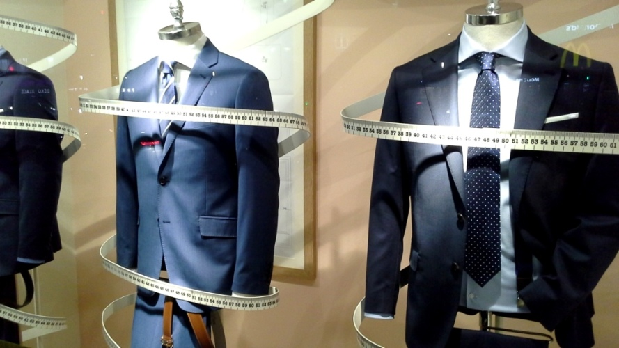 #cortefiel #cortefielmoda #fashion #modahombre #traje #comprarmoda #menfashion #corbata #vetrina #escaparatebarcelona #escaparatismobarcelona #style #tbt (2)