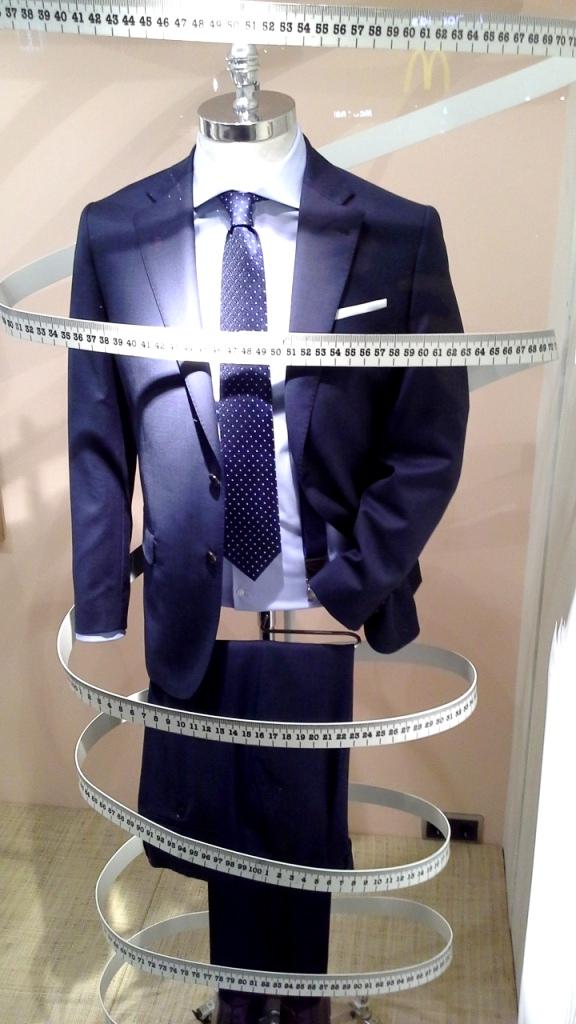 #cortefiel #cortefielmoda #fashion #modahombre #traje #comprarmoda #menfashion #corbata #vetrina #escaparatebarcelona #escaparatismobarcelona #style #tbt (4)