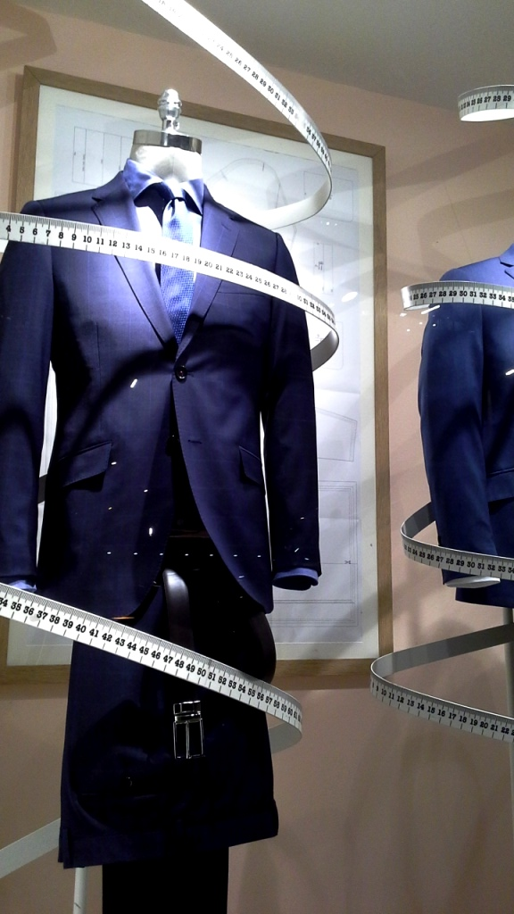 #cortefiel #cortefielmoda #fashion #modahombre #traje #comprarmoda #menfashion #corbata #vetrina #escaparatebarcelona #escaparatismobarcelona #style #tbt (5)