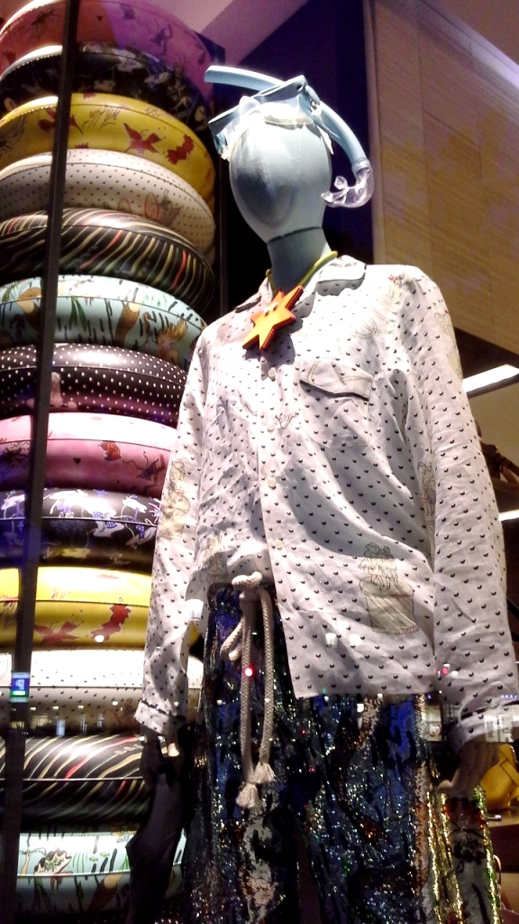 #loewe #teviac #escaparate #vetrina #moda #barcelona #influencer #shop #trend #instafashion (10)