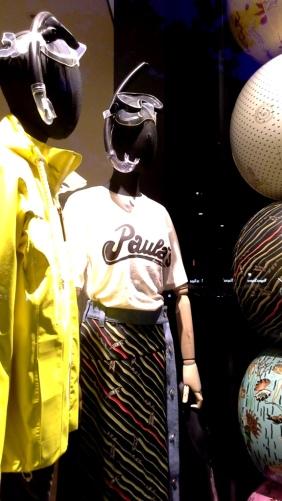 #loewe #teviac #escaparate #vetrina #moda #barcelona #influencer #shop #trend #instafashion (4)