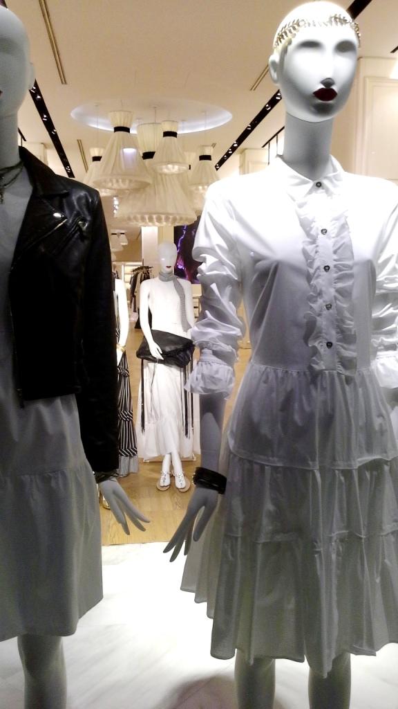 #twinset #simonabarbieri #escaparate #vetrina #escaparatismo #barcelona #shop #moda #vetrina (8)