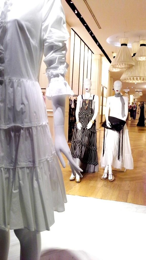 #twinset #simonabarbieri #escaparate #vetrina #escaparatismo #barcelona #shop #moda #vetrina (9)