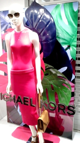 #michaelkors # michaelkorsbarcelona #influencer #fashion #moda #pinksummer #aparador #teviac (1)