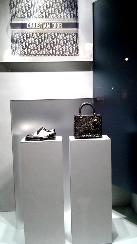 #dior #diorespana #diorspain #shopdior #luxe #diorpaseodegracia #teviac #jorditena #diortrend (5)