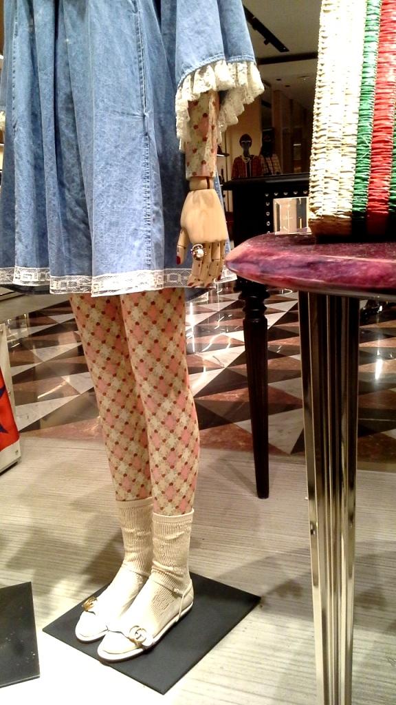 #gucci #guccibarcelona #shop #luxe #escaparatebarcelona #escaparatismobarcelona (8)
