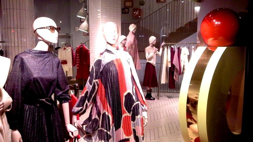 #maxandco #maxandcobarcelona #fashionmaxandco #maxandcospain #trend #escaparate #fashion (4)