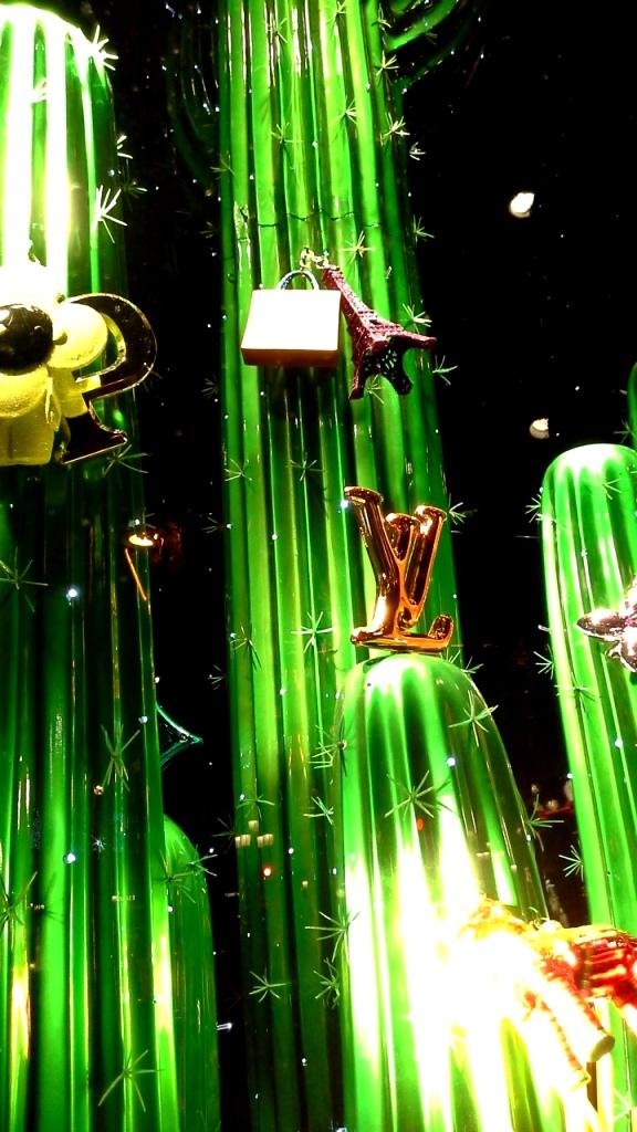 #louisvuitton #louisvuittonbarcelona #luxe #newtrend #moda #louisvuittonspain #aparador #windowlouisvuitton #paseodegracia #vetrina #louisvuittonnewcollection (12)