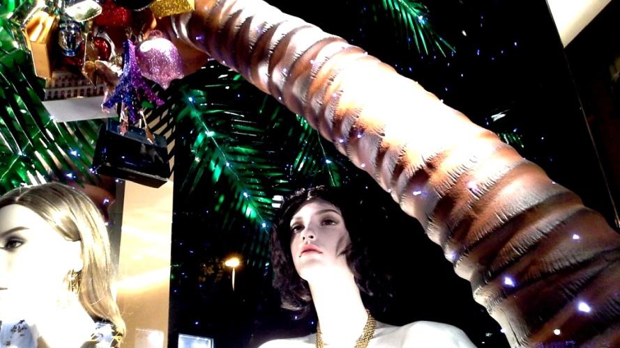 #louisvuitton #louisvuittonbarcelona #luxe #newtrend #moda #louisvuittonspain #aparador #windowlouisvuitton #paseodegracia #vetrina #louisvuittonnewcollection (3)