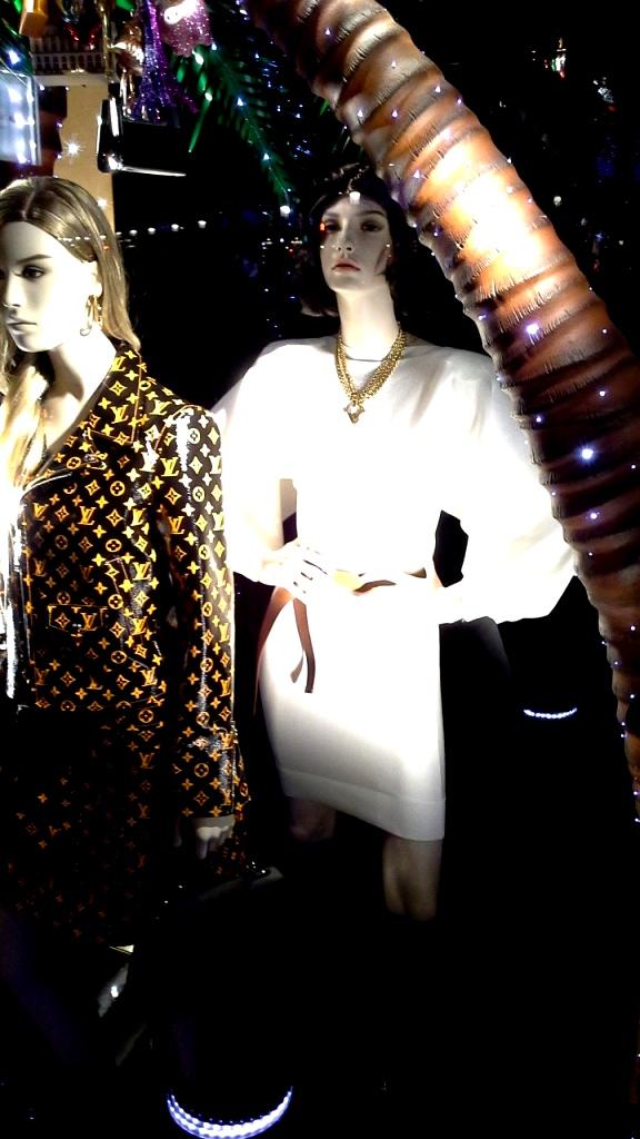 #louisvuitton #louisvuittonbarcelona #luxe #newtrend #moda #louisvuittonspain #aparador #windowlouisvuitton #paseodegracia #vetrina #louisvuittonnewcollection (4)