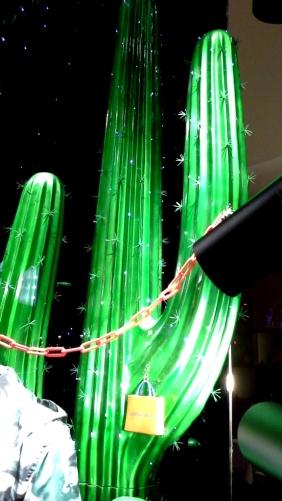 #louisvuitton #louisvuittonbarcelona #luxe #newtrend #moda #louisvuittonspain #aparador #windowlouisvuitton #paseodegracia #vetrina #louisvuittonnewcollection (9)