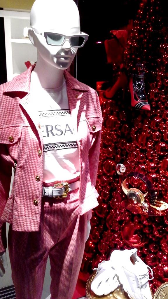 #versace #versacebarcelona #versacespain #window #escaparate #fashion #trend #luxe (3)