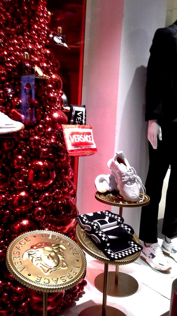 #versace #versacebarcelona #versacespain #window #escaparate #fashion #trend #luxe (5)